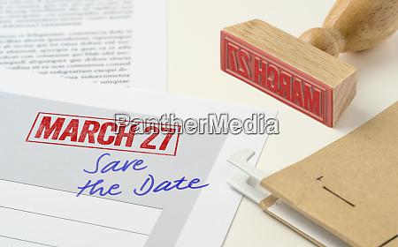 ein roter stempel auf einem dokument