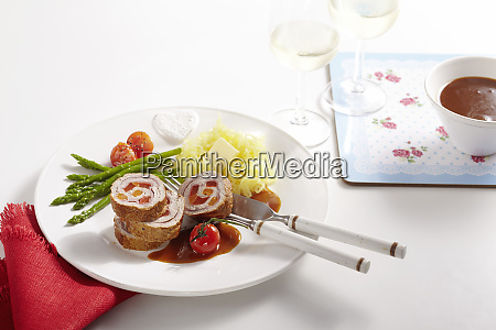 veal roulade filled with vegetables green