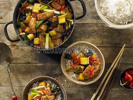 stir fried schweinefleisch und ananas ueber