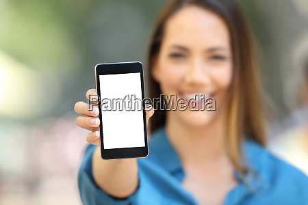 girl hand showing a phone screen