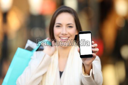 shopper showing a blank phone screen
