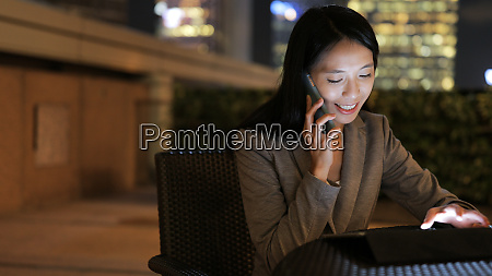 asian business woman use of tablet