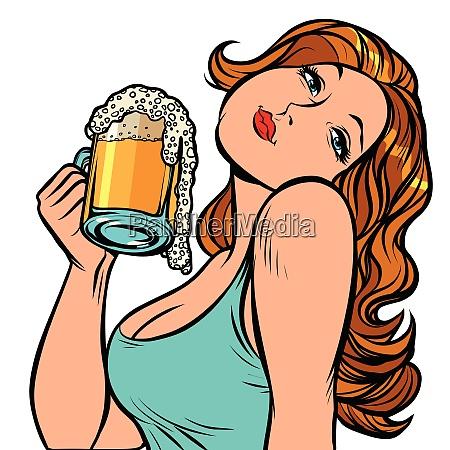 frau mit einem becher bier im