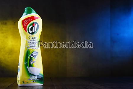 behaelter mit cif produkten von unilever