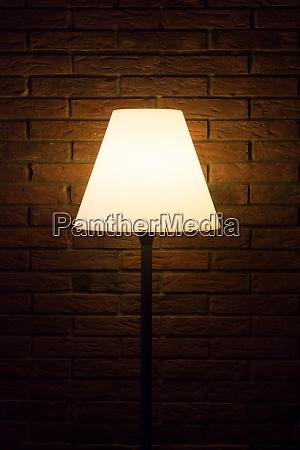 alte vintage abendlampe leuchtet helles licht