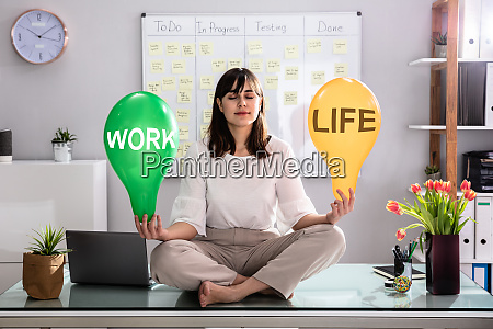 frau hand halten leben und arbeit