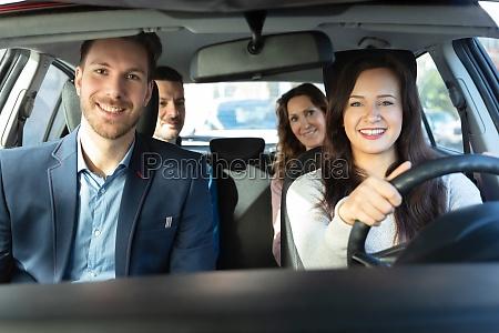 lächelnde, menschen, sitzen, im, auto - 26849277