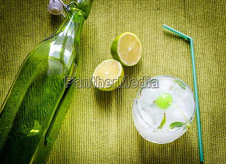 erfrischender mojito cocktail