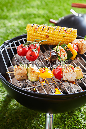 grillen gemuese und fleischkebabs