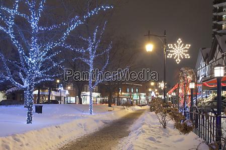 weihnachtsbeleuchtung auf der verschneiten st lambert