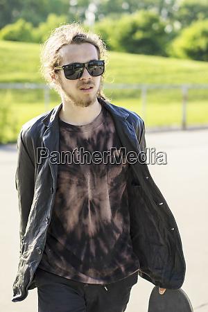 caucasian, man, with, beard, carrying, skateboard - 26904547