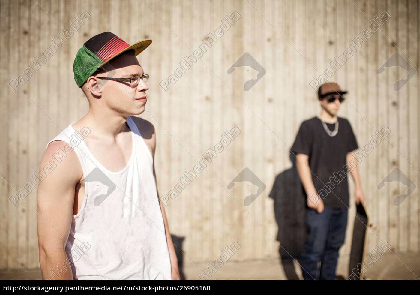 kaukasische, männer, mit, skateboards, in, der - 26905160