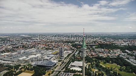 drohnenbild sonniges muenchner stadtbild bayern deutschland
