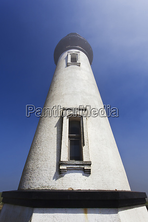 low angle view of yaquina head
