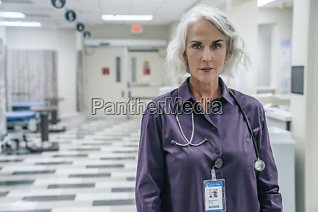 portraet des arztes mit stethoskop