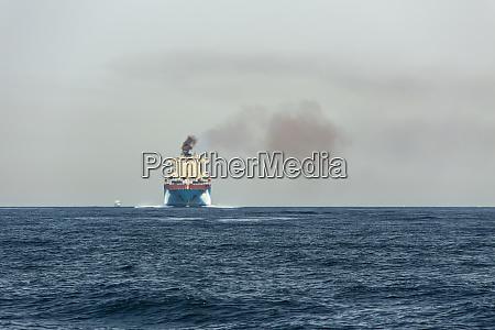 spanien andalusien luftverschmutzung durch frachtschiff