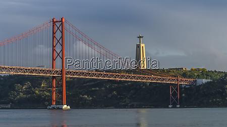 the 25 de abril bridge a