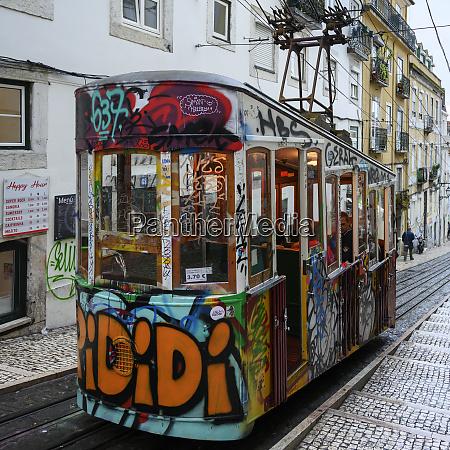 strassenauto mit graffiti die auf einer
