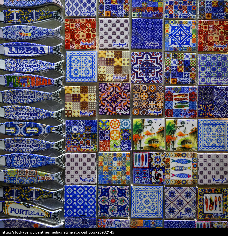 farbenfrohe, souvenirmagnete, ausgestellt;, lissabon, lisboa, region, portugal - 26932145
