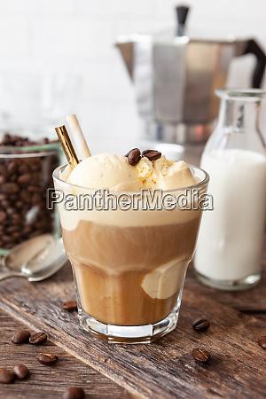 kaffee mit kugeln vanilleeis