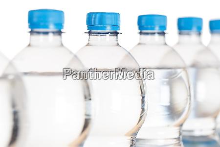 wasserflaschenflaschen isoliert auf weiss