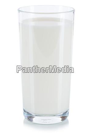 frisches milchglas isoliert auf weiss