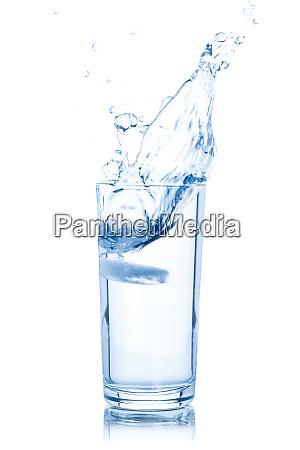 wasserglas isoliert auf weiss
