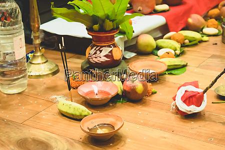 selektiver fokus diwali puja oder laxmi