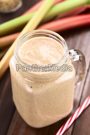 vegan rhubarb and oatmeal smoothie