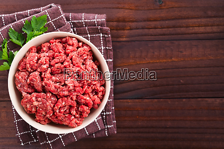 frisches rohes hackfleisch