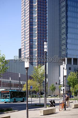 infrastruktur vor der festhalle frankfurt