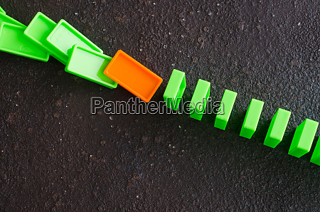dominoeffekt das konzept eines schwachen gliedes