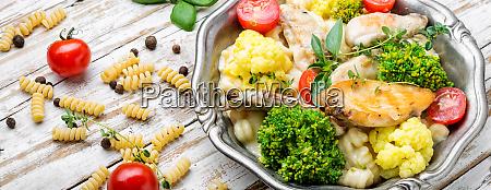 pasta mit huhn und gemuese