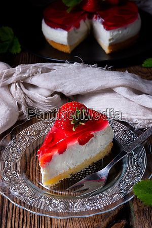 leckere erdbeer creme kaese kuchen mit