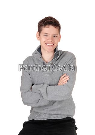 ein gluecklicher und entspannter teenager der