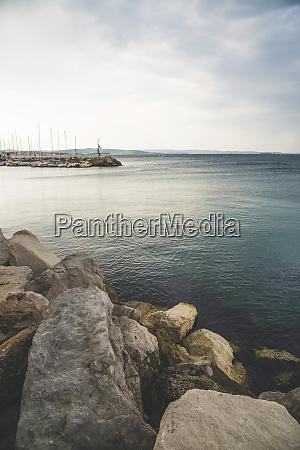 rocks along the shoreline of the