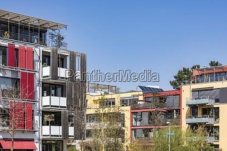 deutschland tuebingen muehlenviertel moderne nullenergiehaeuser