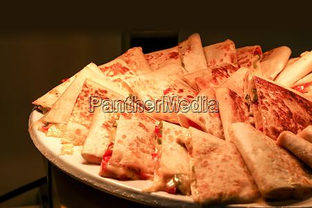 quesadilla scheiben mit kaese unter einer