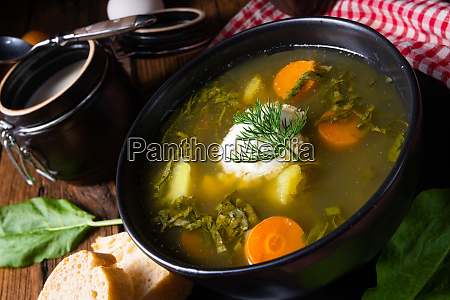 rustikal sorrel suppe mit kartoffeln und