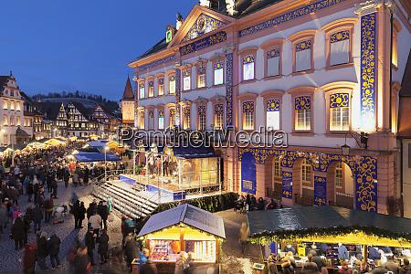 weihnachtsmarkt und adventskalender im rathaus gengenbach