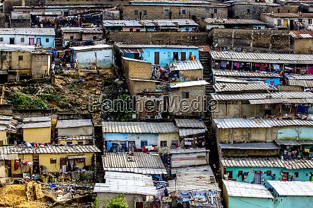 slums in abidjan elfenbeinkueste westafrika afrika