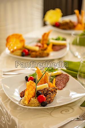 tisch essen gericht teller vorspeise restaurant