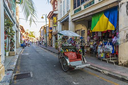 a local rickshaw tuk tuk driver