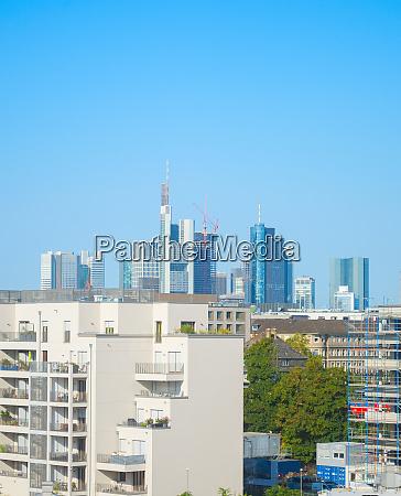 frankfurter skyline mehrfamilienhaeuser deutschland