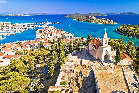 dalmatinische stadt tribunj kirche auf dem