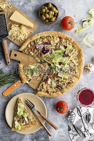 pizza mit kohl gekroent