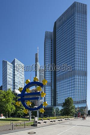 das eurotower gebaeude in frankfurt