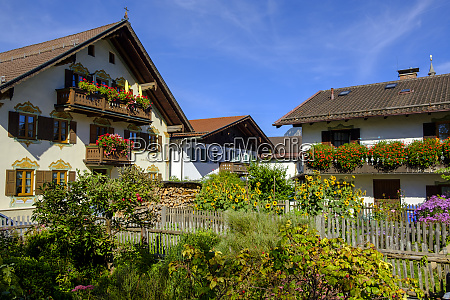 houses with flower boxes garmisch partenkirchen