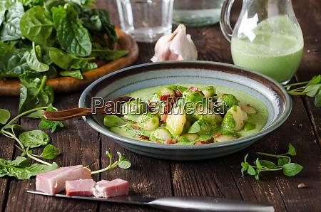 gnocchi mit speck und basilikumspinatsauce
