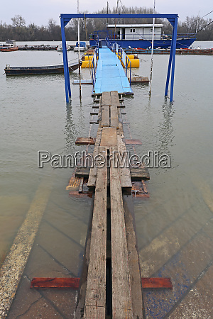 hochwasser planks bridge